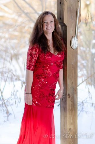 Cleveland Photographer photographs red dress 10