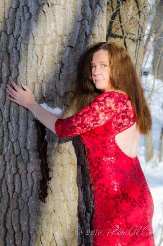 Cleveland Photographer photographs red dress 12